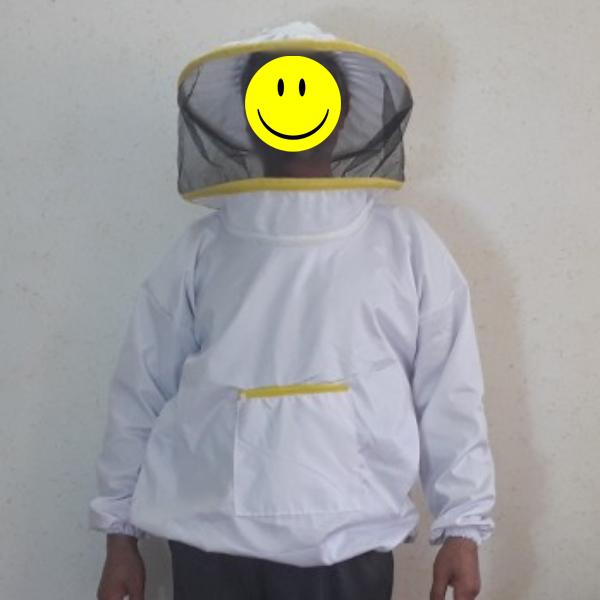 نیمه تنه زنبورداری به همراه کلاه